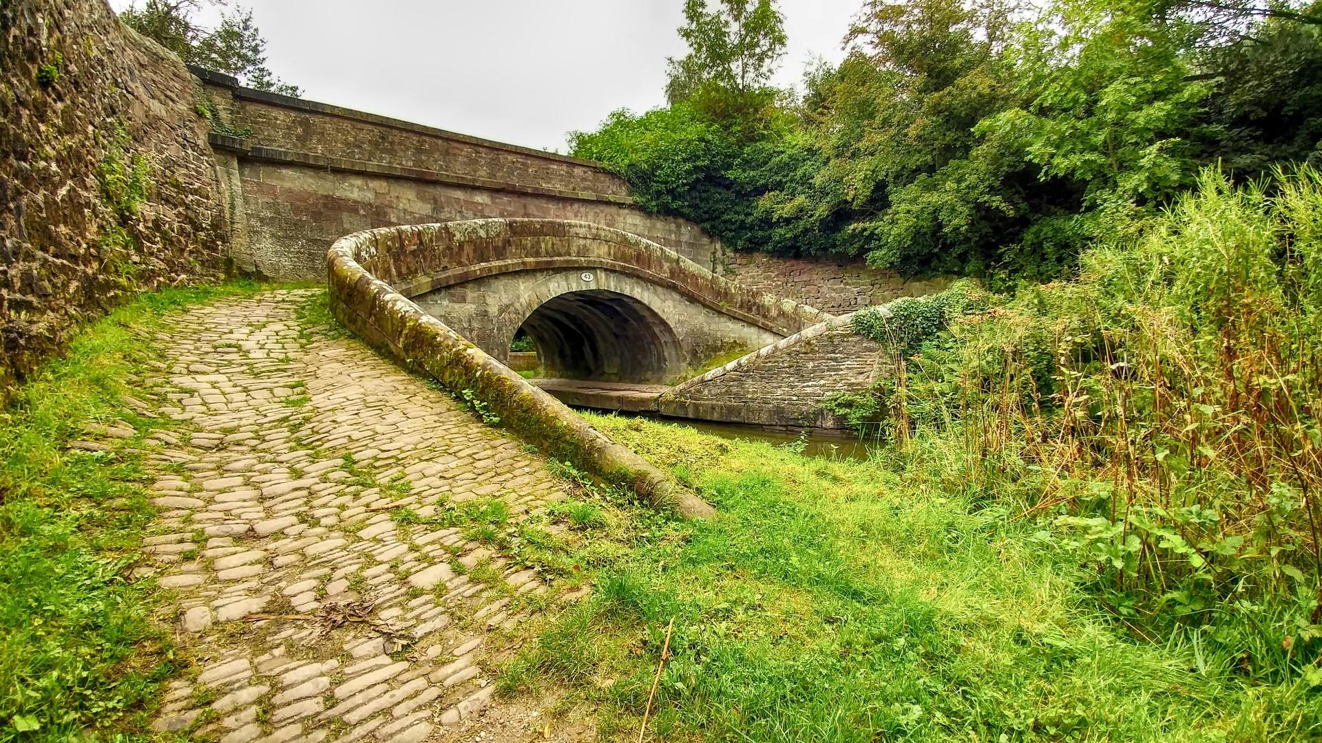 Switch back bridge 43 close to Macclesfield Gold club